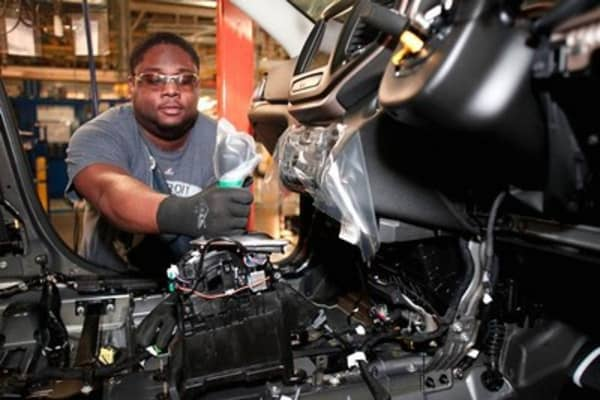 July jobs up 215,000; jobless rate remains flat