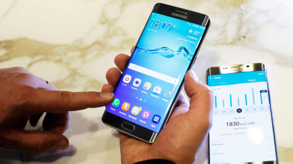 Touchscreen features are demonstrated on a Samsung Galaxy S6 Edge Plus smartphone in London, July 28, 2015.