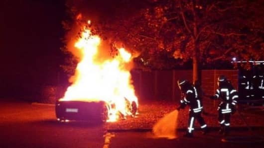 A rich kid in Augsbourg, Switzerland burns his own Ferrari in the hopes of getting an upgrade.