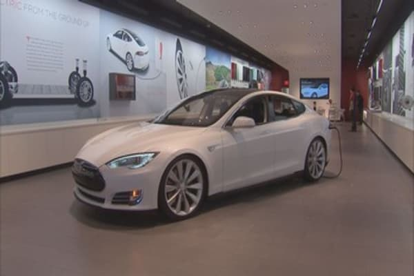 Tesla increases new share offering