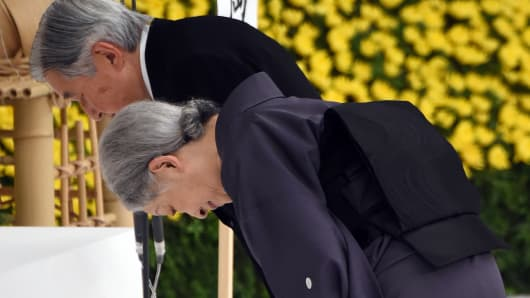 Emperor Akihito (L) and Empress Michiko (R) bow before the altar during the annual memorial service for war victims in Tokyo on August 15, 2015.