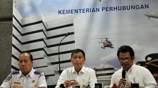 JAKARTA, INDONESIA: Indonesia's Transport Minister Ignasius Jonan (C) speaks during a press conference in Jakarta on August 16, 2015, announcing that a missing plane carrying 54 people crashed into a mountain in eastern Indonesian province of Papua.