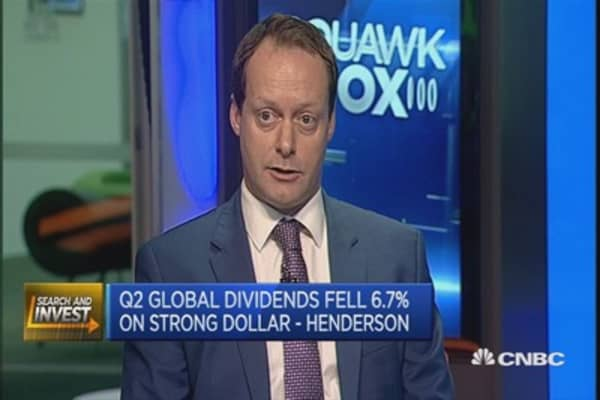 Strong dollar hurts dividend payouts