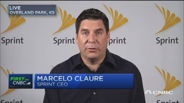 Sprint cuts two-year contracts: CEO
