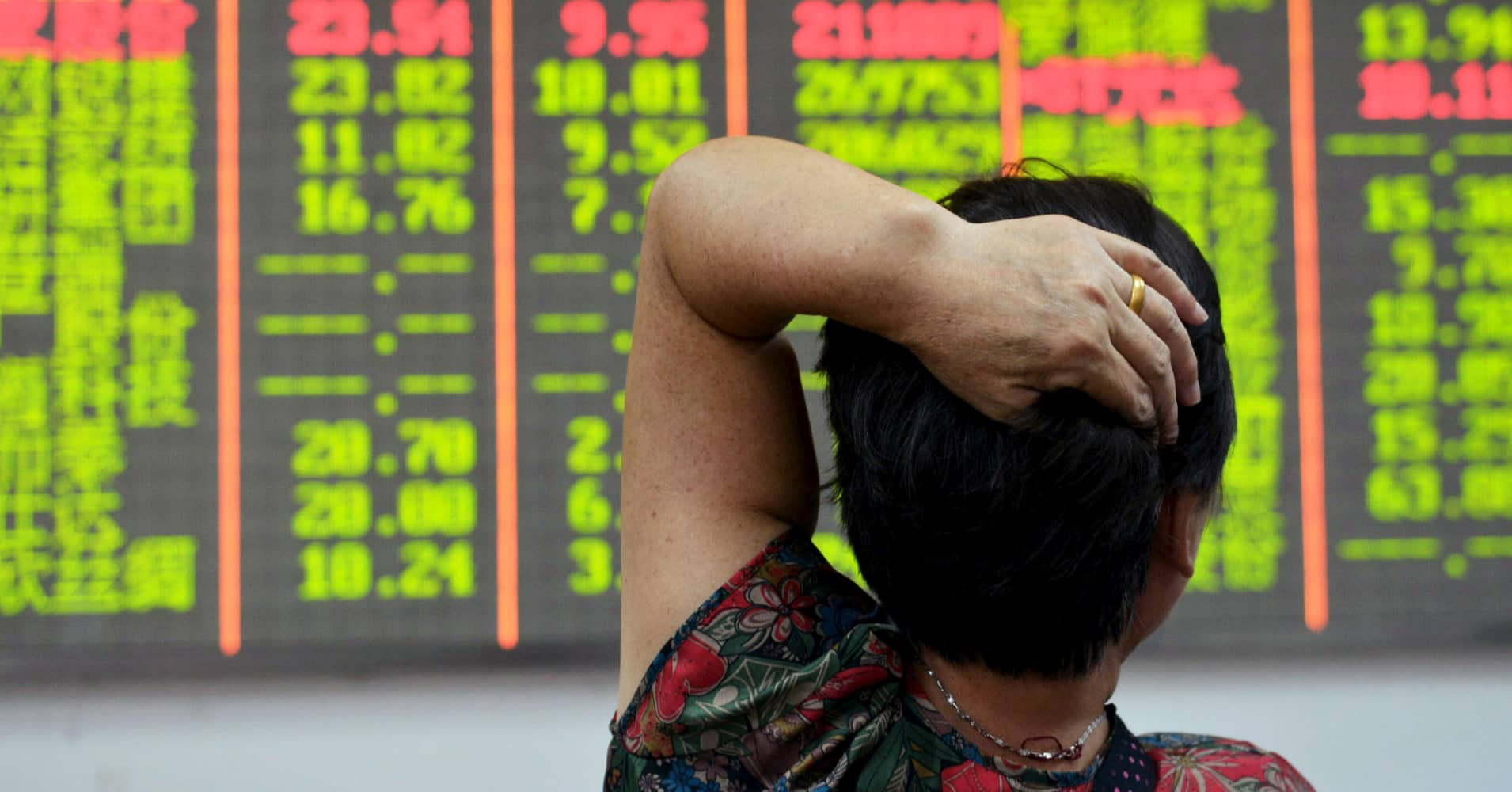 Chinese stocks fall as government cracks down on mergers and media
