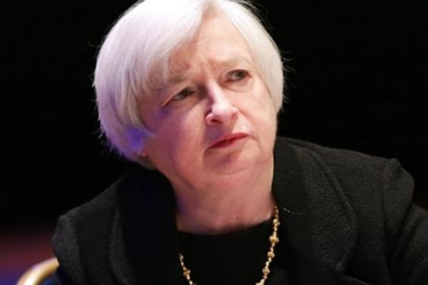 Fed sends mixed signals on interest rates