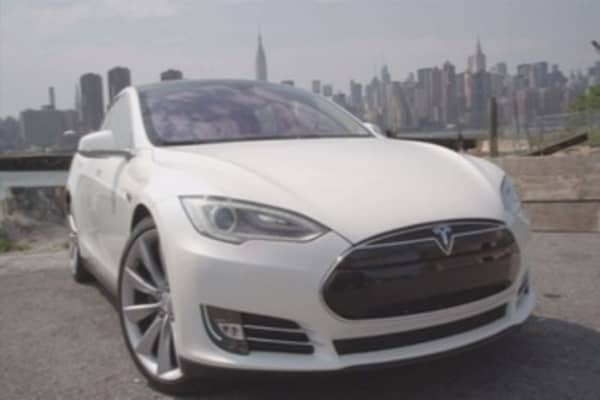 Tesla electrifies with new stock offer