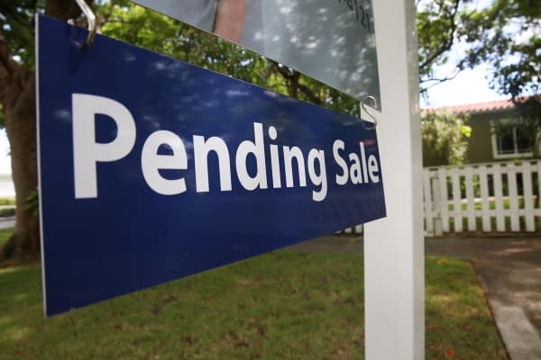A pending sale sign in front of a home in Miami.
