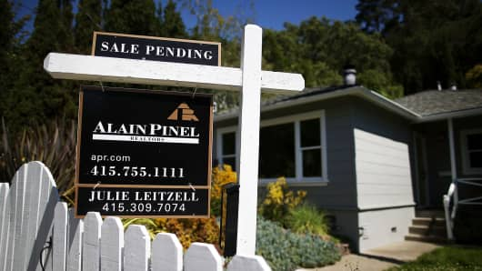 A sale pending sign in front of a home in San Anselmo, California.