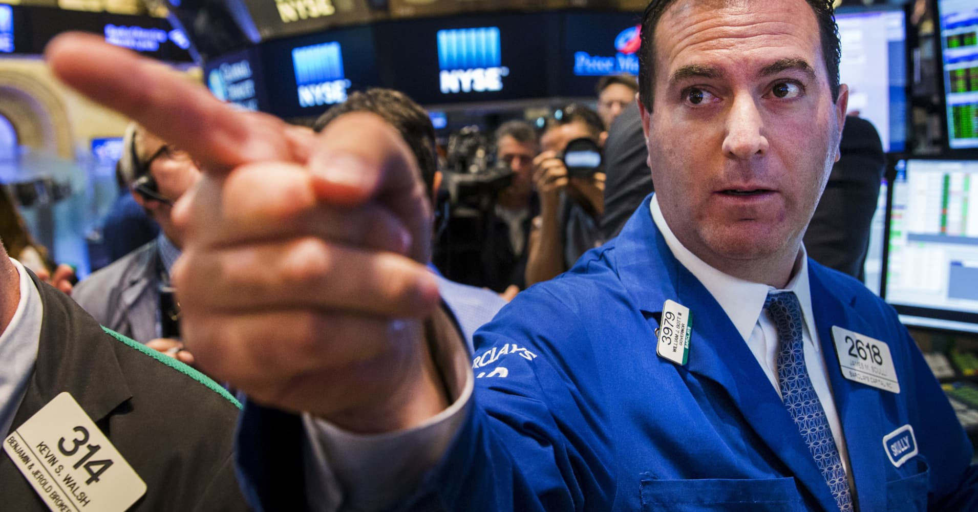 Investors may think the market is reaching a top, but I'm not buying it, Jim Cramer says