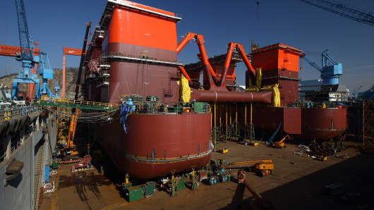 A Seadrill semi-submersible drilling rig sits under construction in the dry dock at the Hyundai Samho Heavy Industries shipyard in South Korea.