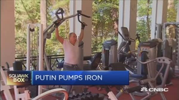Putin pumps iron