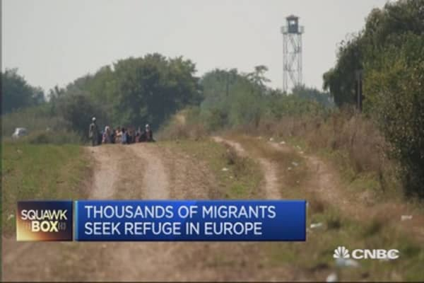 Hungary builds migrant-deterring wall