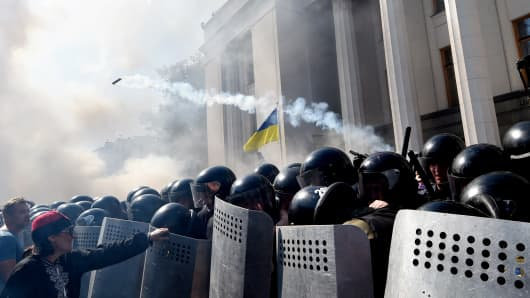 Activists clash with Ukrainian police officers in front of the parliament in Kiev