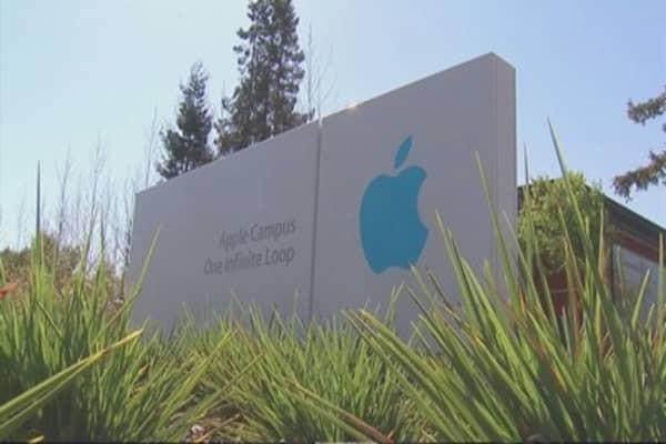 Apple sets sights on original programming