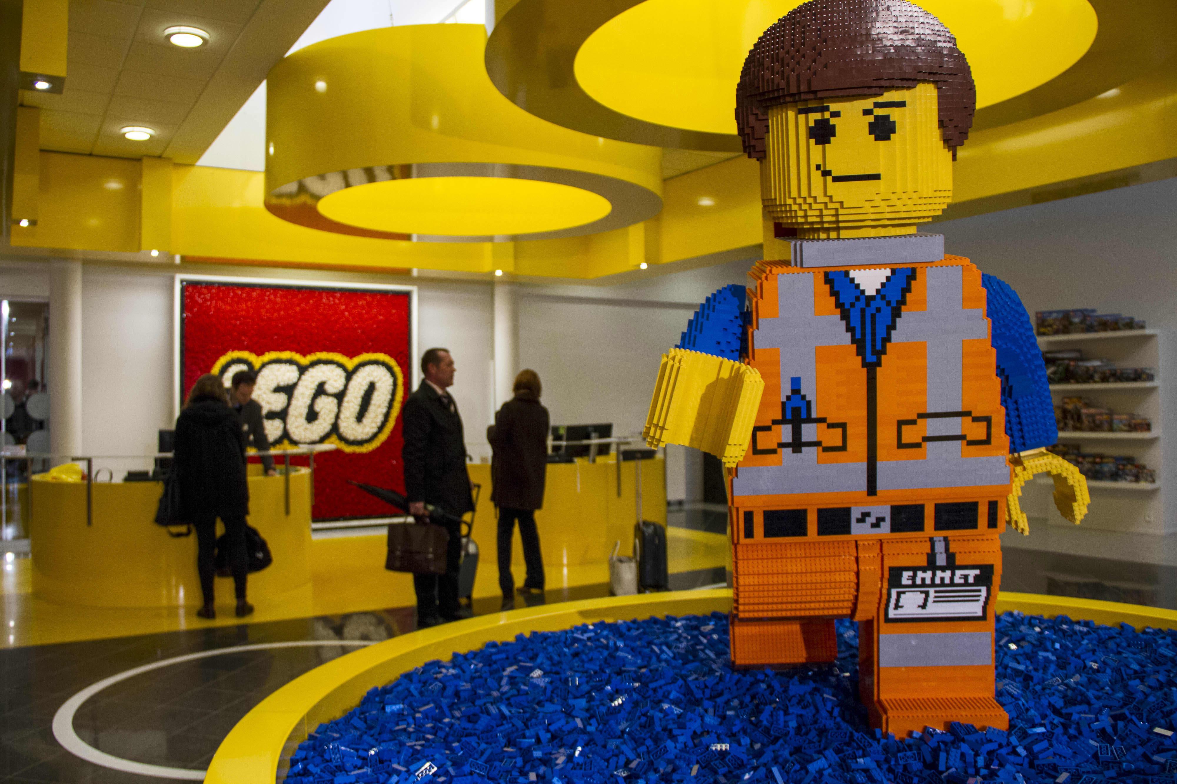 Lego man sex tape break