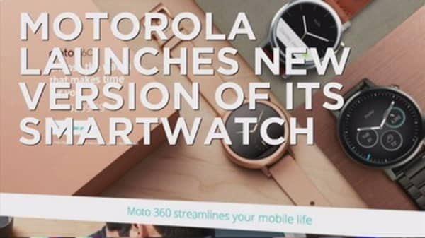 Motorola trying to repeat success of first smartwatch