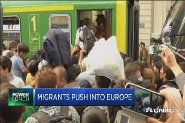 Migrants refuse food, water in Hungary