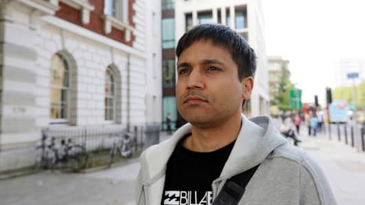 Navinder Singh Sarao, a British trader charged over his role in the 2010 U.S. flash crash, leaves Westminster Magistrates' Court after losing a bid to delay extradition proceedings in London, U.K., on Friday, Aug. 28, 2015. Sarao asked a London judge for more time to prepare an expert report on trading, but the judge rejected the request, saying the issue was irrelevant to the question of extradition.