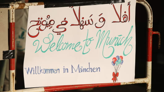 A hand-written sign welcomes migrants arriving on trains from Hungary into the main station at Munich, Germany, on September 5.