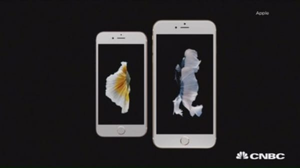 Apple debuts iPad Pro, iPhone 6S and 6S Plus