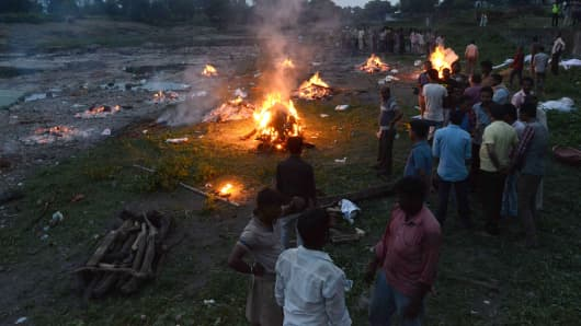 Cremation takes place at a mass funeral of some 20 people who were killed in a powerful explosion at Petlawad town, in Jabua district of central Madhya Pradesh state on September 12, 2015. A powerful explosion triggered by a gas cylinder tore through a packed restaurant in India killing at least 85 people and wounding approximately 100 others, police said, in one of the worst such accidents in the country in recent memory.