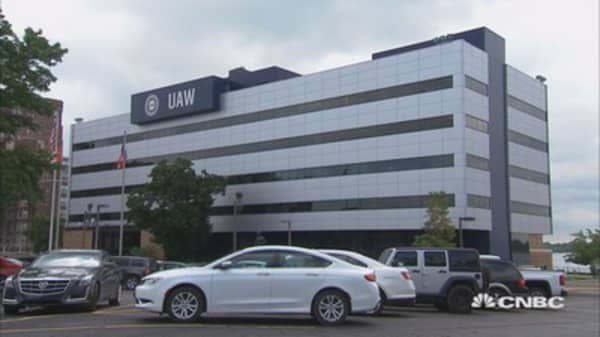 UAW strike deadline looms