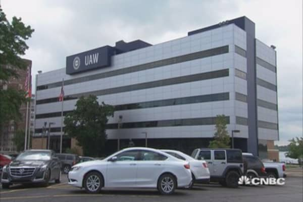 UAW strike deadline looms