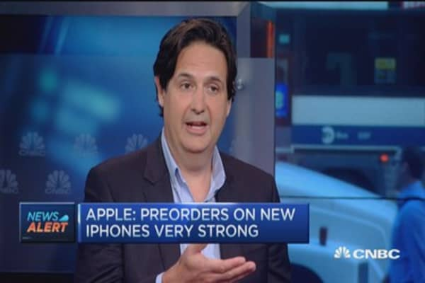 Apple announces iPhone 6s preorders strong