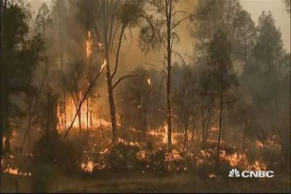 California fire kills one, destroys hundreds of homes