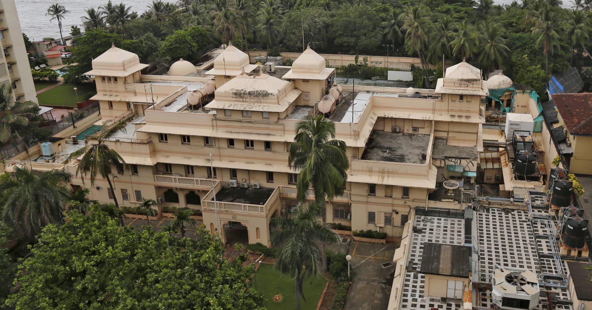 Cyrus Poonawalla Buys Mumbai S Lincoln House Setting