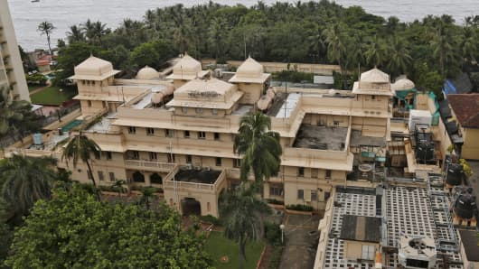 A view of the seaside mansion which was used as the U.S. consulate from 1957, and later renamed Lincoln House, is seen in Mumbai, India, September 14, 2015. Vaccine billionaire Cyrus Poonawalla has bought the former maharaja's mansion in Mumbai from the U.S. government for around 7.5 billion rupees ($113 million), newspapers reported, making it the most expensive ever residential purchase in the country.