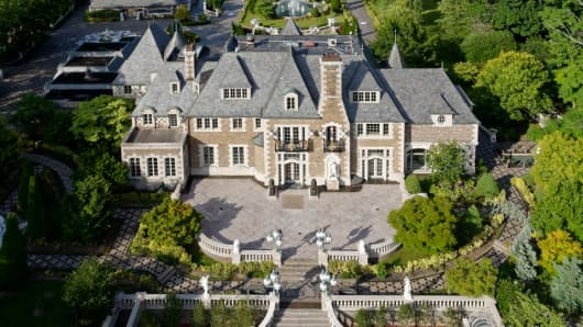 An eight-acre waterfront estate in Kings Point, Long Island just hit the market for $100 million.