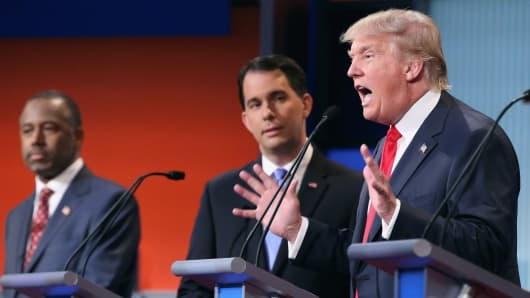 Republican presidential candidates (L-R) Ben Carson, Wisconsin Gov. Scott Walker and Donald Trump participate in the presidential debate hosted by FOX News and Facebook at the Quicken Loans Arena August 6, 2015 in Cleveland, Ohio.