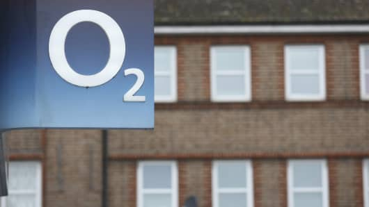 The O2 logo sits on display outside a mobile phone store, operated by Telefonica SA, in London, United Kingdom.
