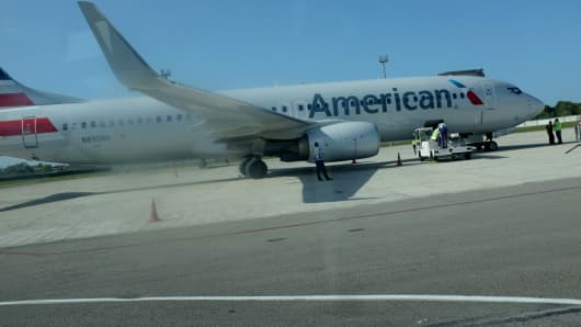 A Miami-bound American Airlines charter plane waits on the tarmac at José Martí International Airport on March 1, 2015 in Havana, Cuba.