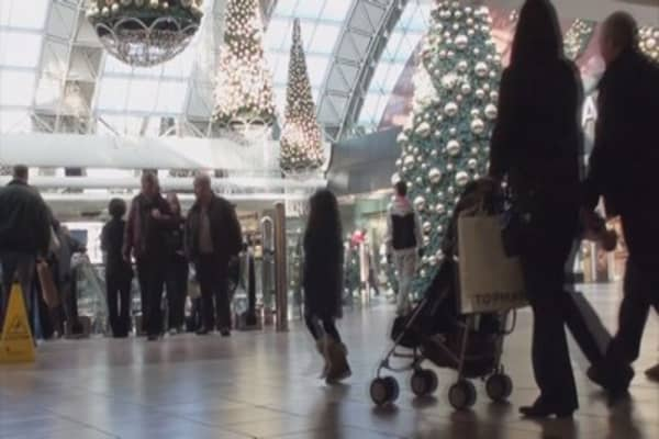 Shoppers to scale back Christmas spending