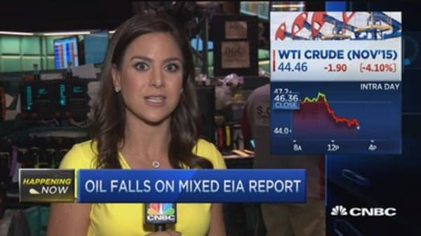 Oil falls on mixed EIA report