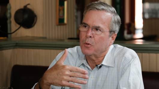 Jeb Bush talks to John Harwood at the Parlor City Pub and Eatery in Cedar Rapids, IA.