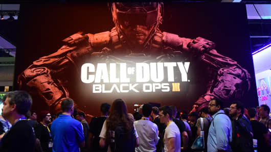 Fans wait to play Call of Duty Black Ops III at the E3 conference in June