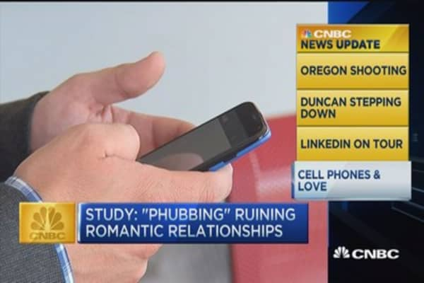 CNBC update: Cell phones ruining your relationship?
