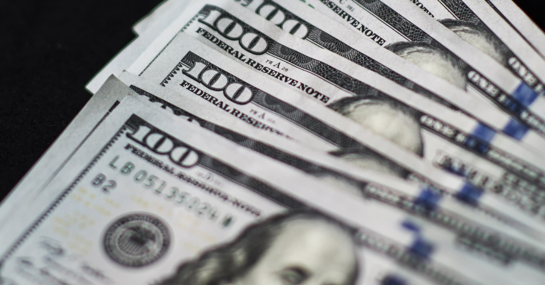 Dollar near 1-month high on bounce in US yields, weak pound