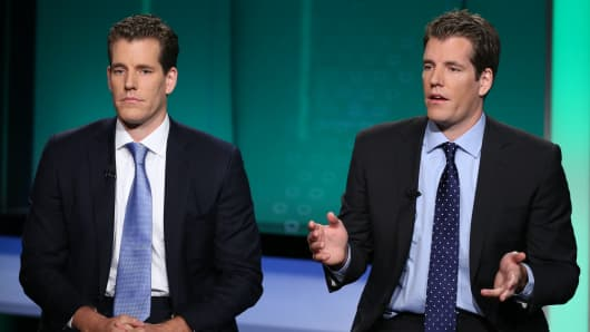 Cameron (L) and Tyler (R) Winklevoss.