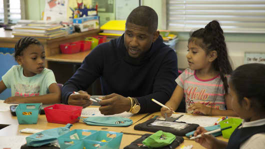 Usher attends a Yoobi give event at Hillcrest Elementary School in LA.