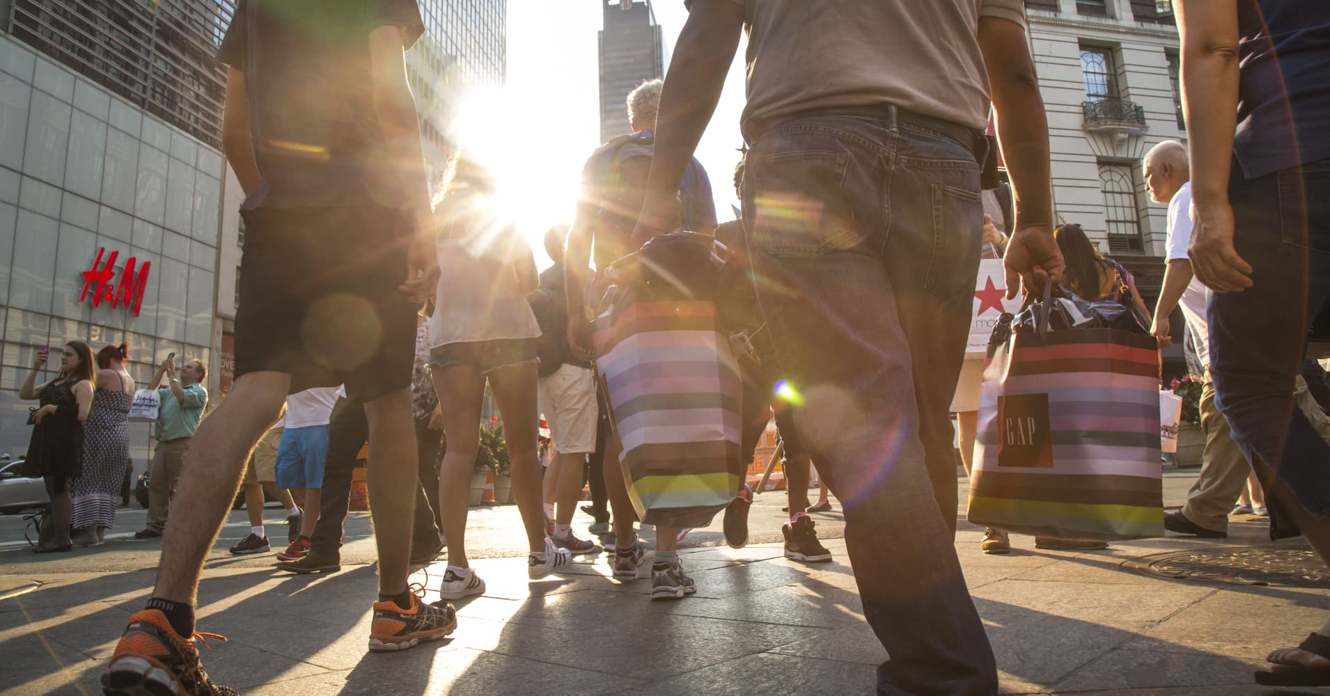 Hasil gambar untuk U.S. Consumer Confidence Reaches Highest Level Since 2000