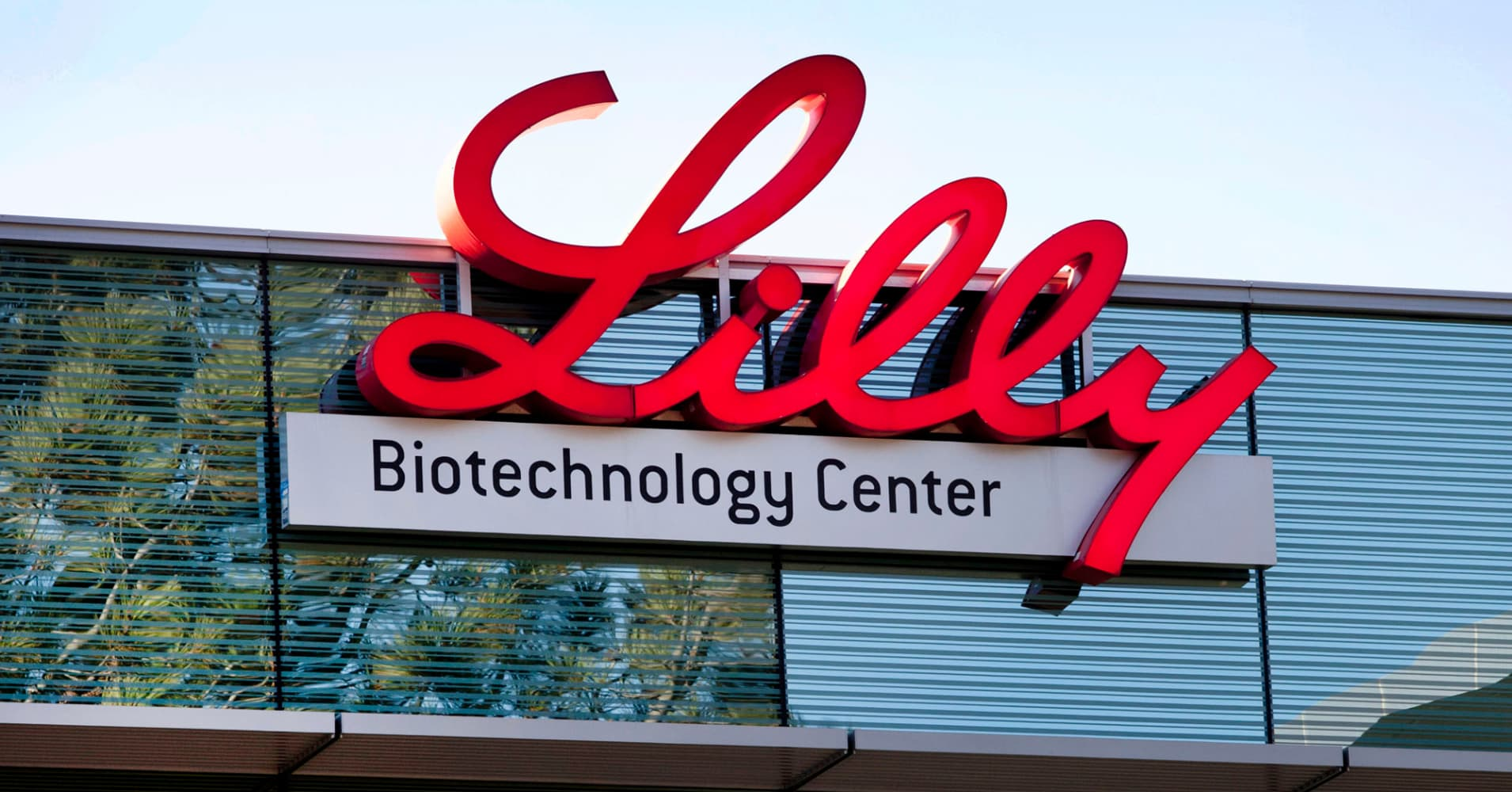 Eli Lilly posts fourth-quarter earnings beat, hikes 2018 guidance
