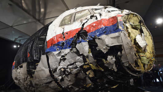 The wrecked cockipt of the Malaysia Airlines flight MH17 is presented to the press during a presentation of the final report on the cause of the crash at the Gilze Rijen airbase October 13, 2015.