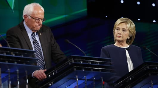 Democratic presidential candidate U.S. Senator Bernie Sanders (L) debates former Secretary of State Hillary Clinton during the first official Democratic candidates debate of the 2016 presidential campaign in Las Vegas, Nevada October 13, 2015.