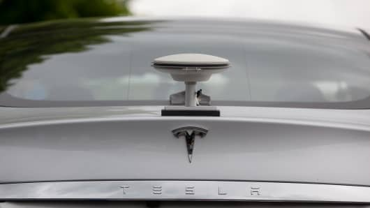 A GPS driving sensor antennae sits on the back of a Tesla Motors Inc. Model S electric automobile at the Robert Bosch GmbH driverless technology press event in Boxberg, Germany, on Tuesday, May 19, 2015.