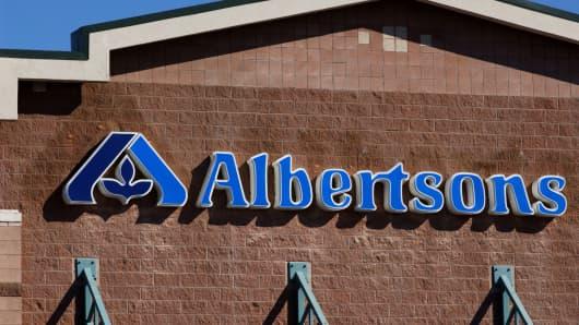 Albertsons signage.